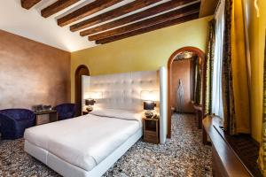 A bed or beds in a room at Abbazia De Luxe