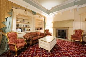 A seating area at Grange Hotel