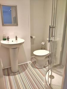 A bathroom at Number 75