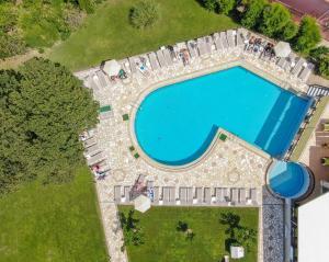 Θέα της πισίνας από το Hotel Palmyra ή από εκεί κοντά