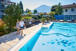 Der Swimmingpool an oder in der Nähe von Althoff Seehotel Überfahrt