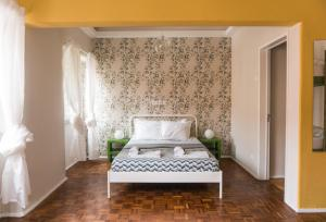 A bed or beds in a room at Nice Way Sintra Hostel