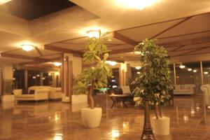 A restaurant or other place to eat at TEVETOGLU HOTEL