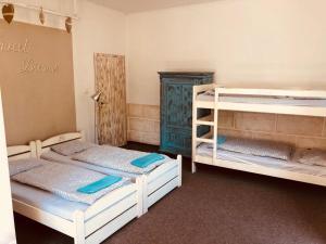 Palanda nebo palandy na pokoji v ubytování Penzion Severka