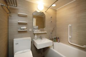 A bathroom at Hotel Monterey Himeji