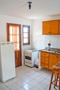 A kitchen or kitchenette at Residencial Mont Sinai - Tonziro
