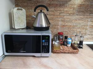 A kitchen or kitchenette at LakeHouse Chinteni