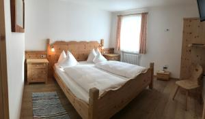 A bed or beds in a room at Agriturismo Maso Larciunei