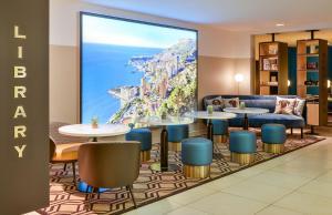 The lounge or bar area at Aparthotel Adagio Monaco Monte Cristo