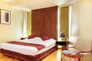 A bed or beds in a room at Bally Suite Silom