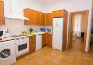 O bucătărie sau chicinetă la Living Valencia Apartments - Merced