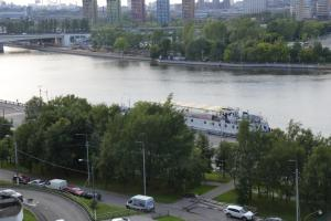Вид на реку недалеко от апарт-отеля