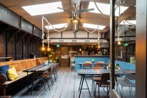 Un restaurante o sitio para comer en B&B Vita Nova