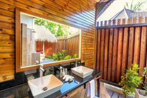 Restauracja lub miejsce do jedzenia w obiekcie Komandoo Island Resort & Spa
