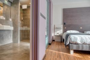 Кровать или кровати в номере Le Merceny Motel