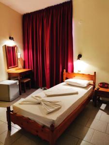 Ένα ή περισσότερα κρεβάτια σε δωμάτιο στο Titania Hotel Karpathos