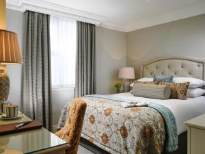 A bed or beds in a room at Imperial Hotel Cork City