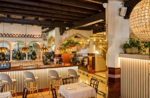 A restaurant or other place to eat at Hotel Casablanca