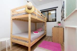 A bunk bed or bunk beds in a room at Admiral Abadia
