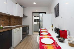 A kitchen or kitchenette at Admiral Abadia