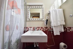 Uma casa de banho em Hotel Bejense