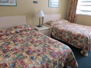 A bed or beds in a room at Country Lodge