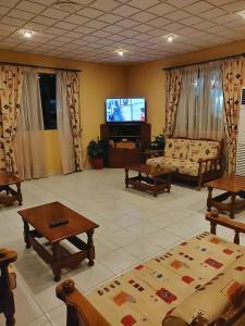 Μια τηλεόραση ή/και κέντρο ψυχαγωγίας στο Titania Hotel Karpathos
