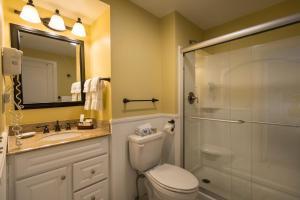 A bathroom at Stafford's Bay View Inn