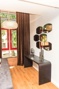 A television and/or entertainment center at Apartmenthaus am Dom Luxus Suite