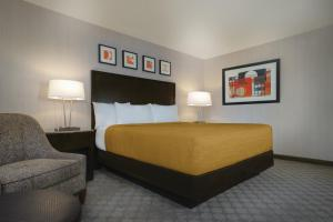 A bed or beds in a room at Circus Circus Hotel, Casino & Theme Park