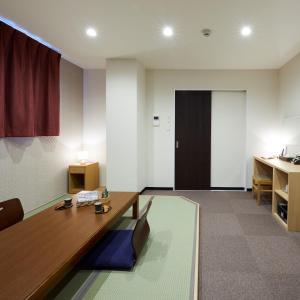 鈴七條大橋旅館電視和/或娛樂中心