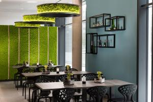 A restaurant or other place to eat at ibis Styles Stuttgart Vaihingen