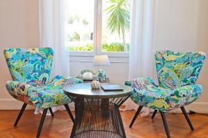 A seating area at Hôtel La Villa Cap d'Antibes