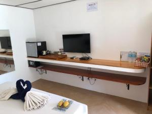 A television and/or entertainment center at Parrot Resort Moalboal