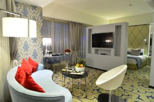 A seating area at Grand Millennium Hotel Amman