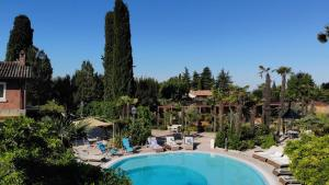 A view of the pool at La Boheme Chambres or nearby