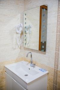 A bathroom at Стаи за гост Хит Хаус