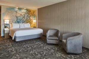 A bed or beds in a room at Courtyard by Marriott Albany Troy/Waterfront