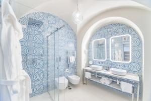 A bathroom at Hotel Club Due Torri