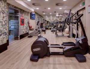The fitness centre and/or fitness facilities at Best Western Plus Hotel Galles