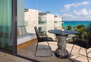 A balcony or terrace at Thompson Beach House