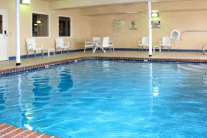 The swimming pool at or near Comfort Inn & Suites - Chesterfield