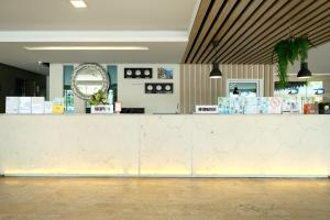 Лобби или стойка регистрации в D@Sea Hotel