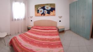 A bed or beds in a room at Isola Rossa Appartamenti Paduledda
