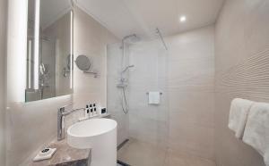 Een badkamer bij WestCord Hotel Noordsee