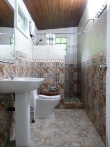 A bathroom at The Hotel Khaosok and Spa