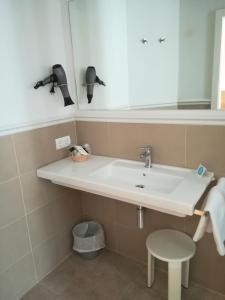A bathroom at Hotel Tamariu