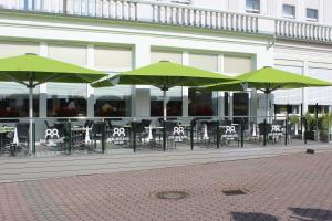 A restaurant or other place to eat at Inselhotel Rote Erde