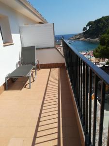A balcony or terrace at Hotel Tamariu
