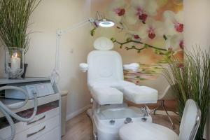 A bathroom at Hotel Cesarskie Ogrody